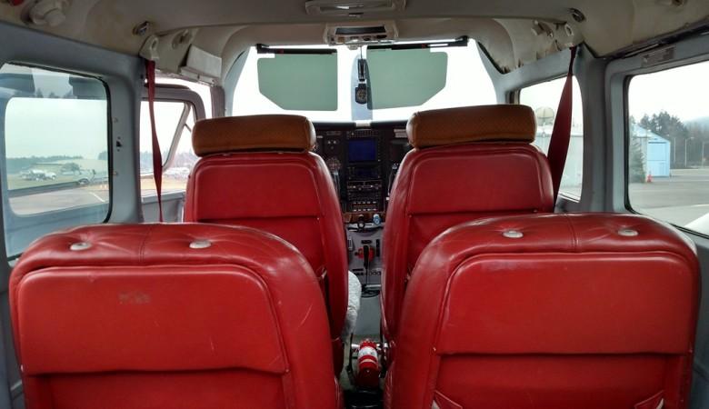 The forward 3 of N673AT's 5 passenger seats.